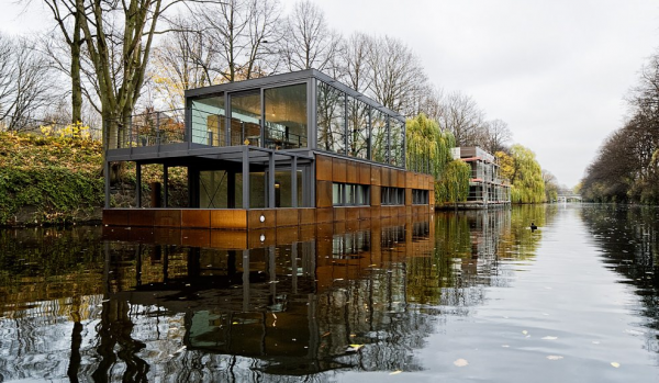 Luxurious houseboat