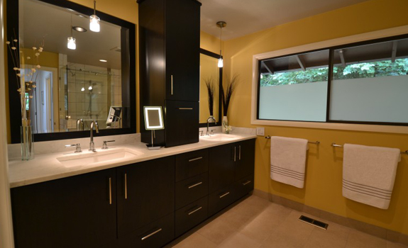 Master bathroom in brown and yellow