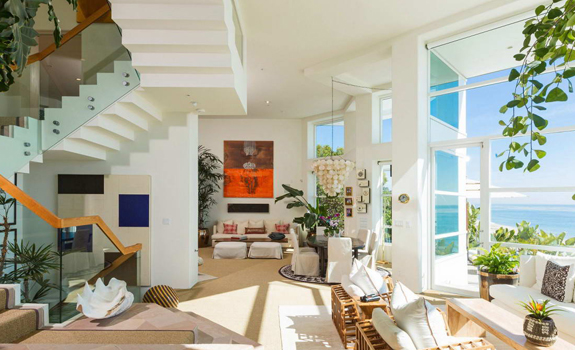 Amazing Beach House Stuns With Its Design