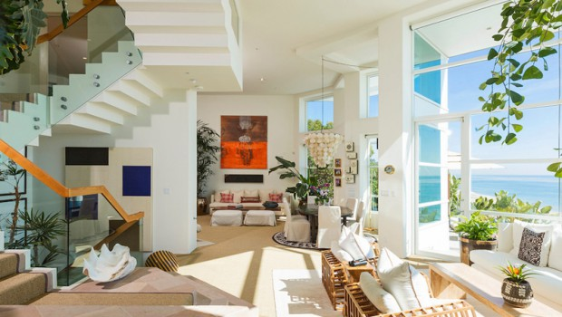 Amazing beach house stuns with its design and views