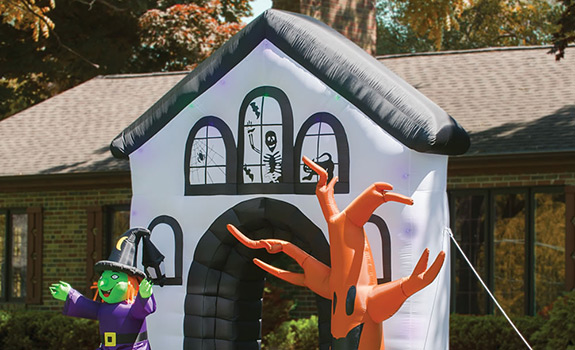 Halloween Outdoor Decor: The Inflatable Haunted House