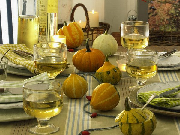 Thanksgiving table setting in green