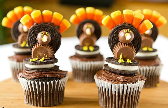 Decorating for Thanksgiving with natural materials (21)