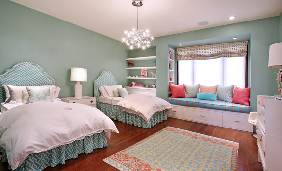 Children's twin bedroom in turquoise