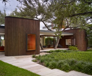Framing beauty: modern family home in Texas