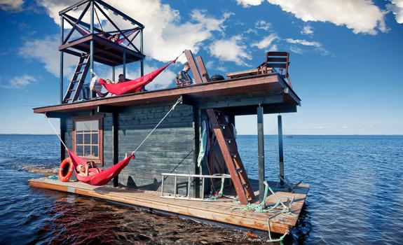 Motorized floating sauna raft