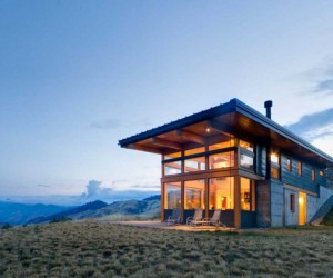 Hillside house in the Nahahum Canyon, Washington