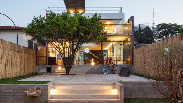 Stunning exteriors and intriguing interiors: Pepiquari House, Brazil