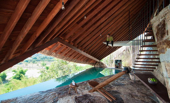 The Tent An Ingenious Hillside Small Spa in Vietnam