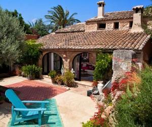Mediterranean romance: adorable rustic house in Spain