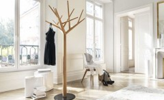 coat stand in the shape of a tree