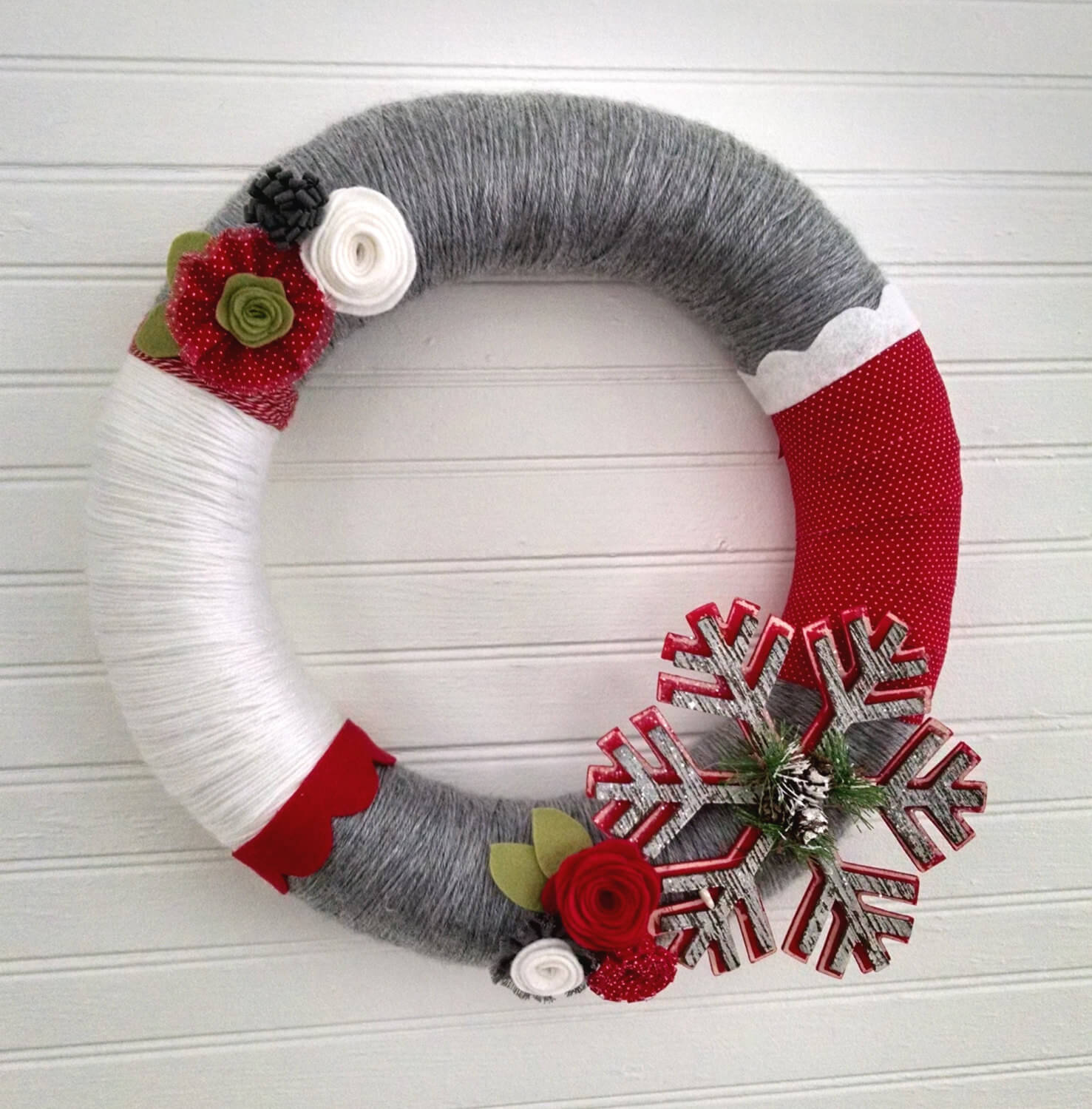 Christmas wreath in white, red and gray
