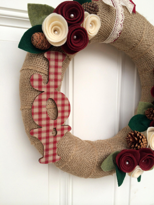 Chrismas wreath with JOY sign