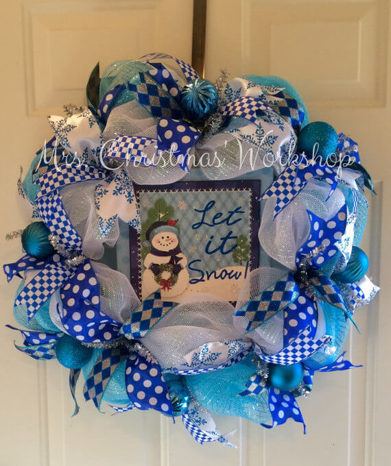 Christmas wreath in white and blue