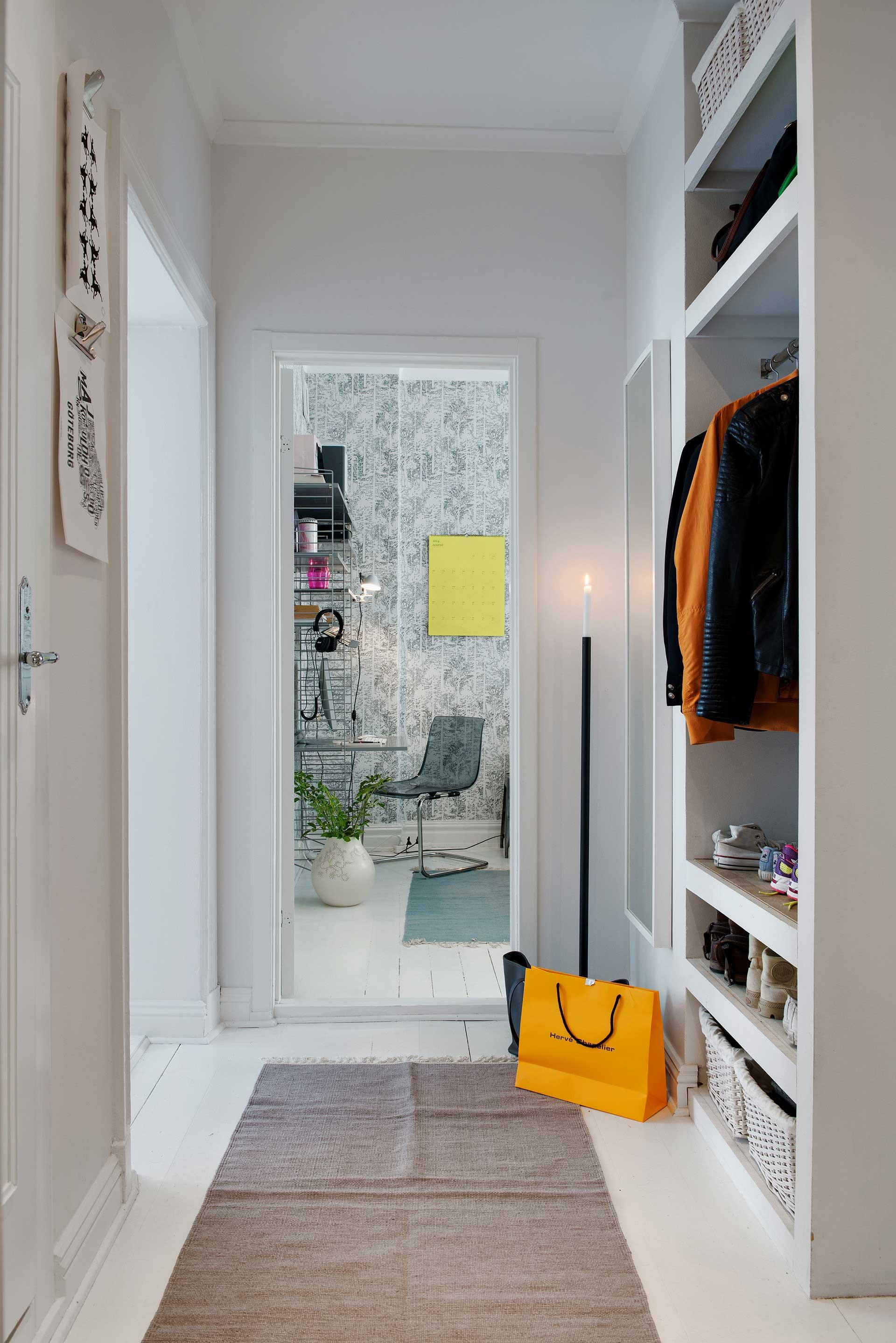 Entry in a Scandinavian home