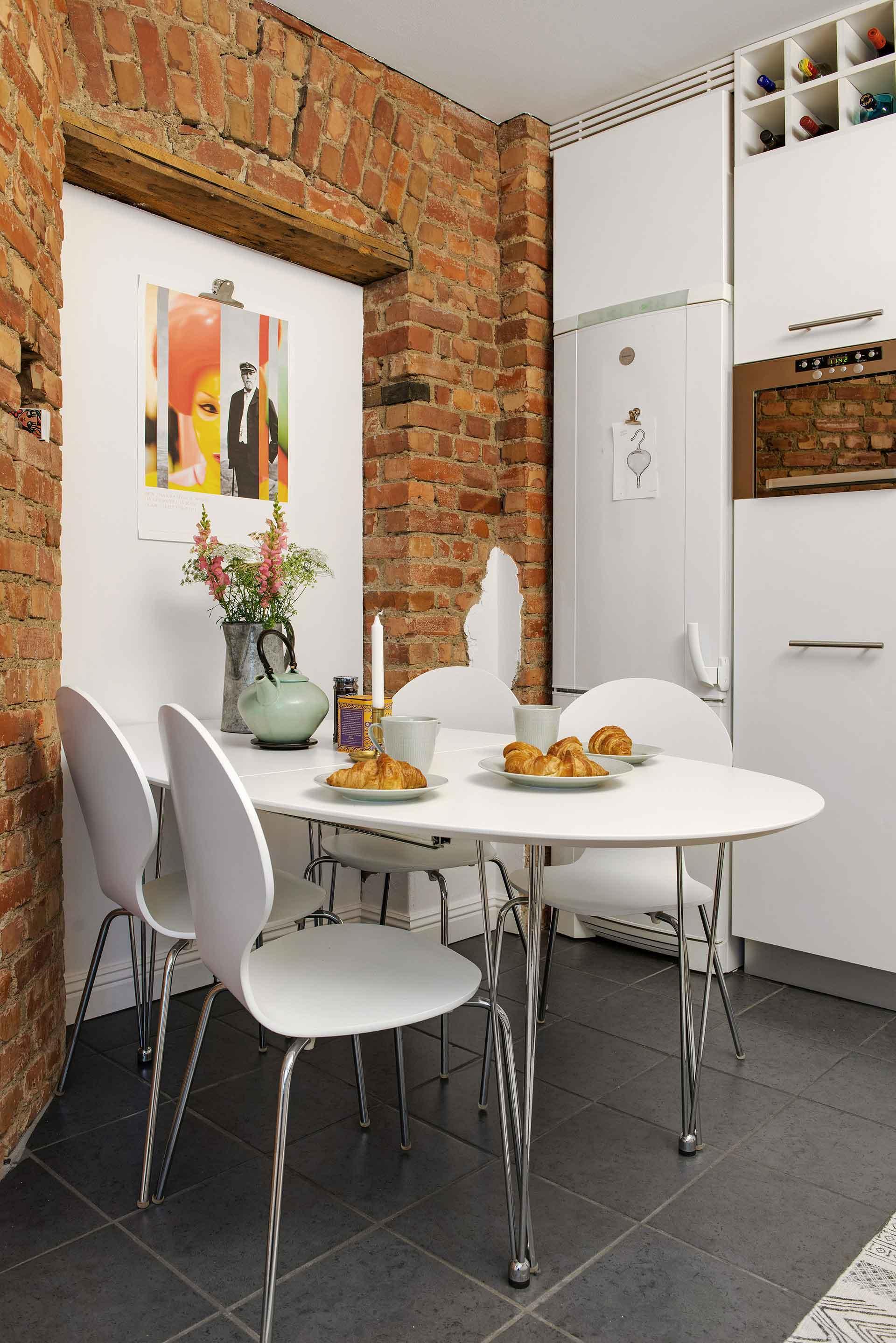 White dining decor