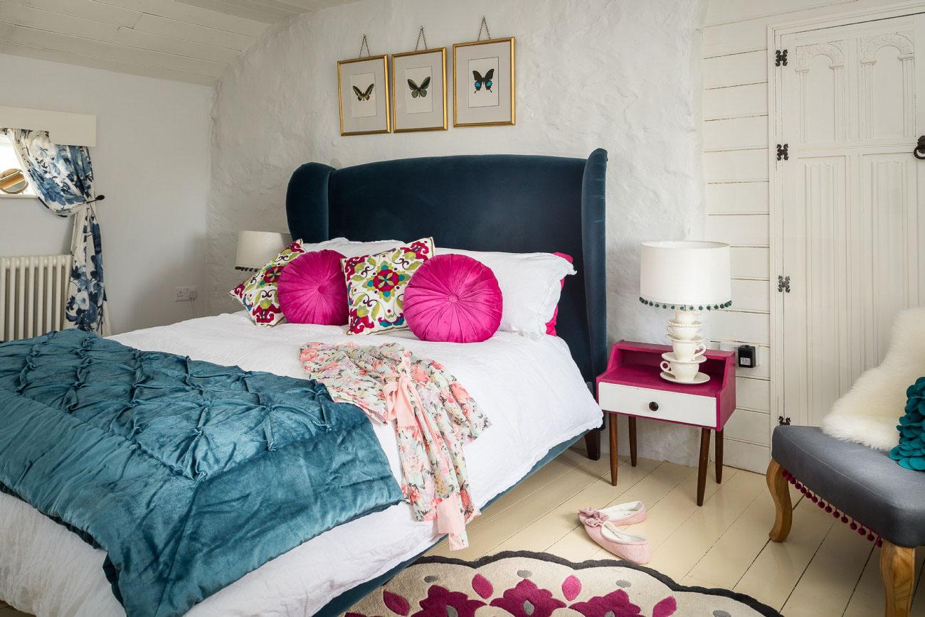 A Romantic Cottage - bedroom