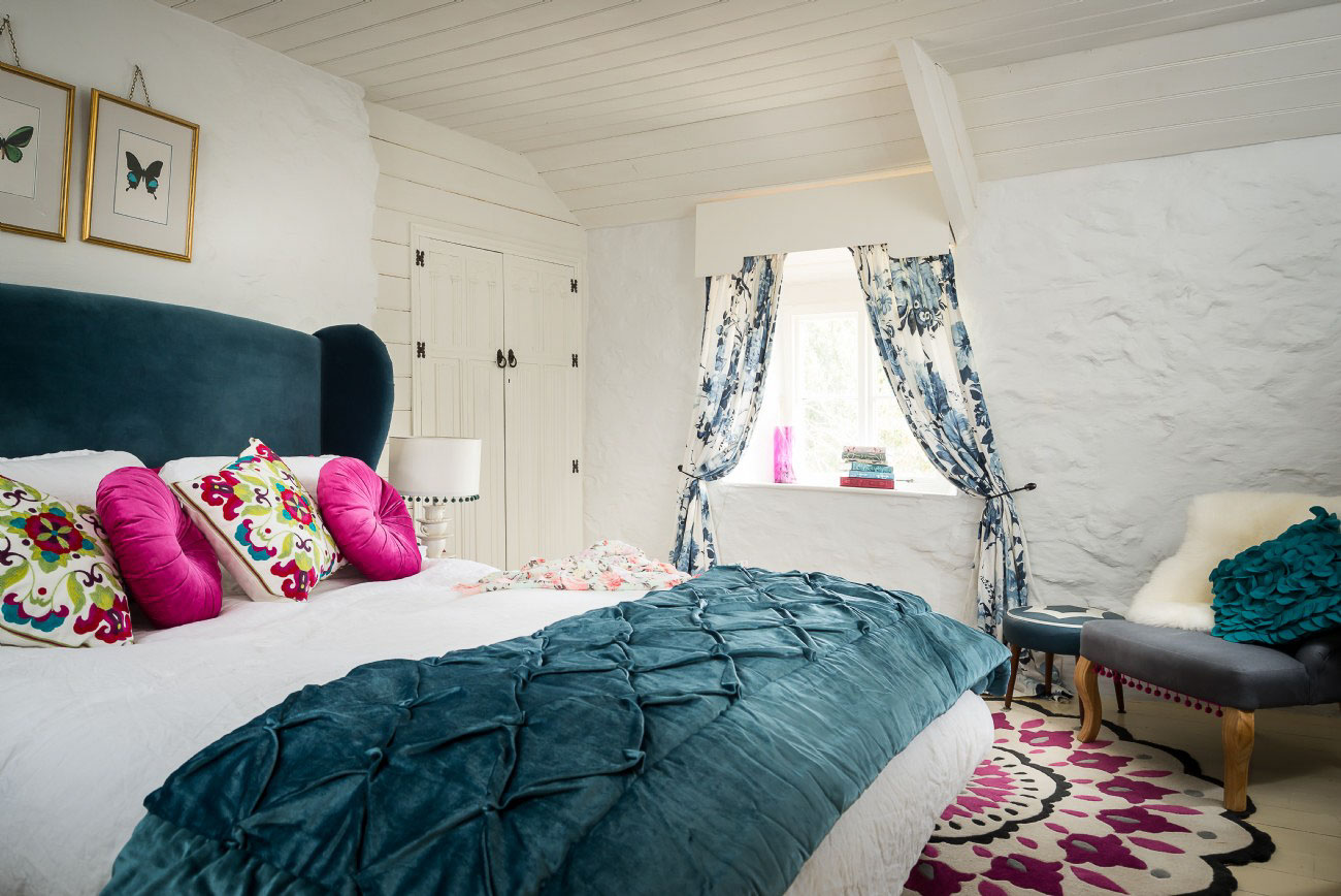 A Romantic Cottage Amid the Cornish Moors - bedroom