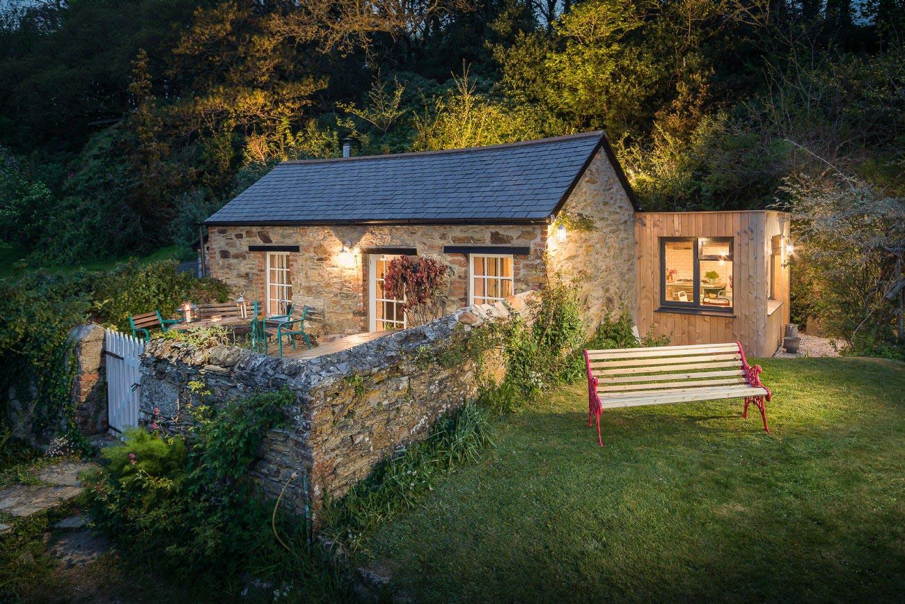 Stylish Country Cottage - night photo