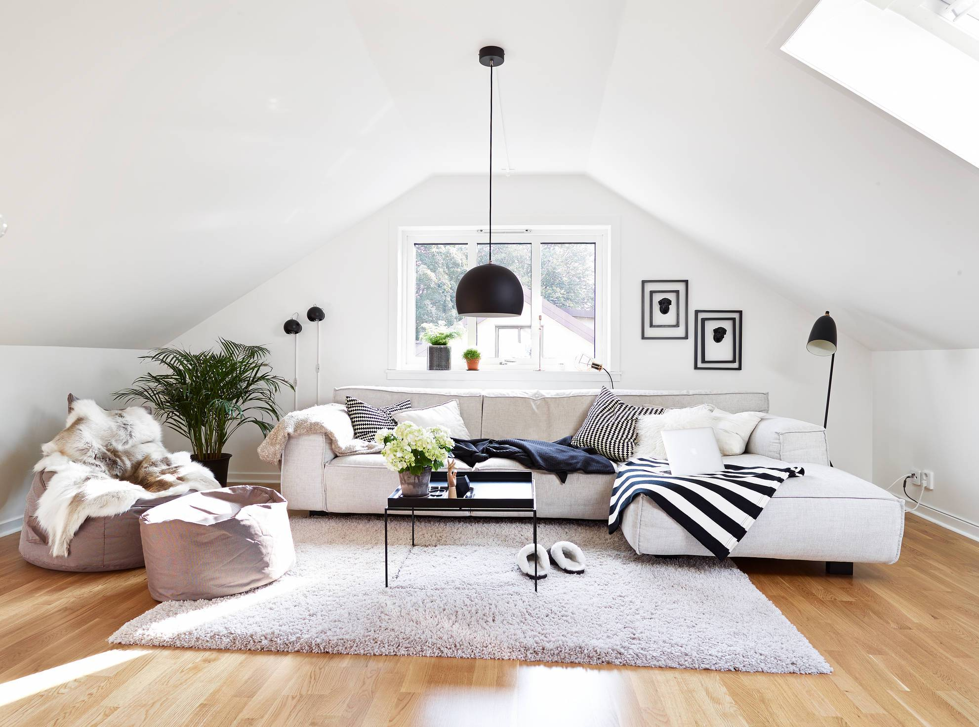 22 Inspirational Ideas Of Small Living Room Design: White Attic Living Room