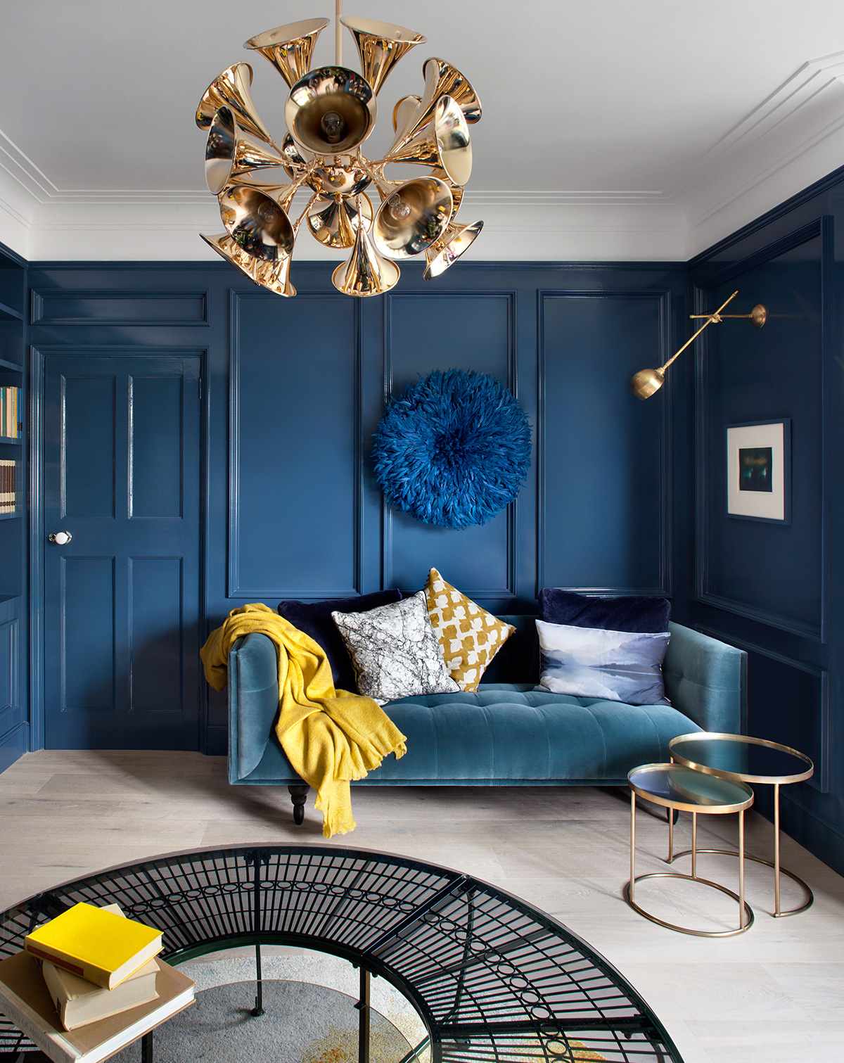 monochromatic blues in the sitting room
