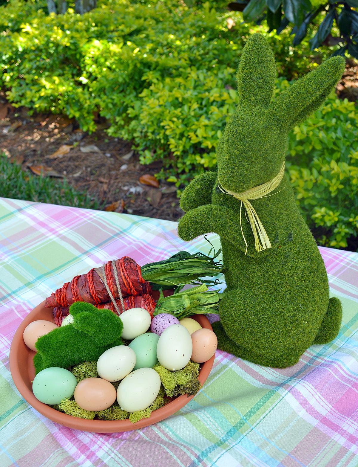 Moss bunnies as Easter decor