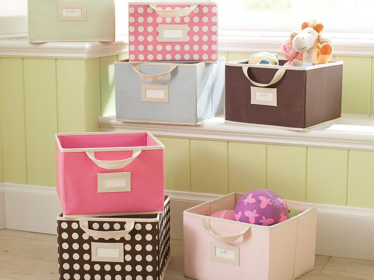 Organize a tiny kid's room