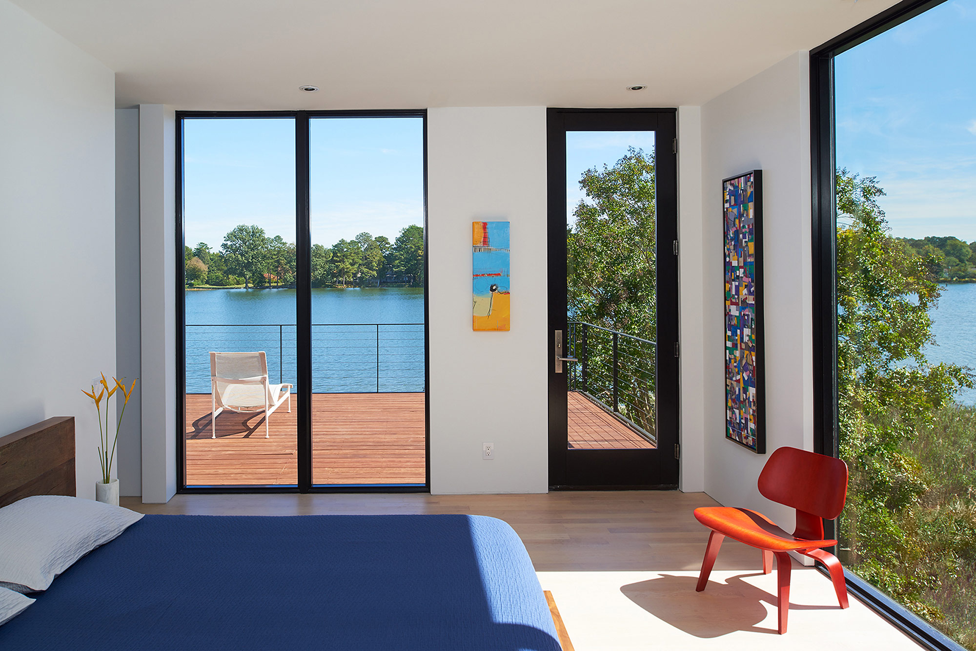 SolitudeCreek-bedroom-with-panoramic-windows