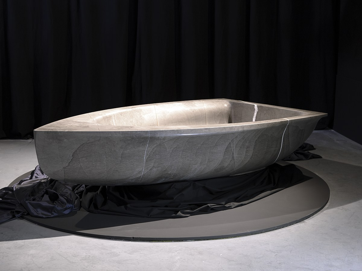 Vascabarca - Boat-shaped stone tub
