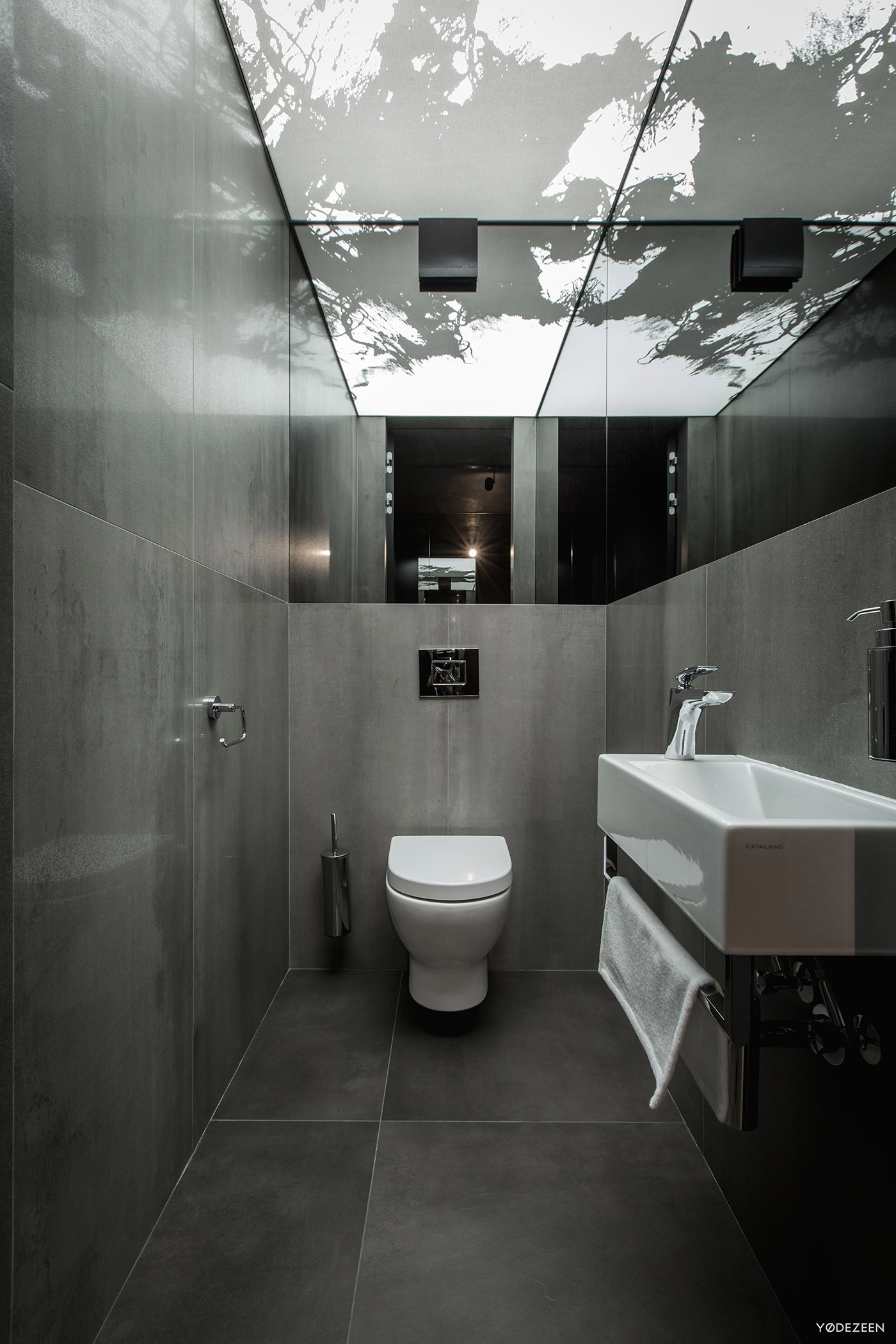 Modern narrow bathroom