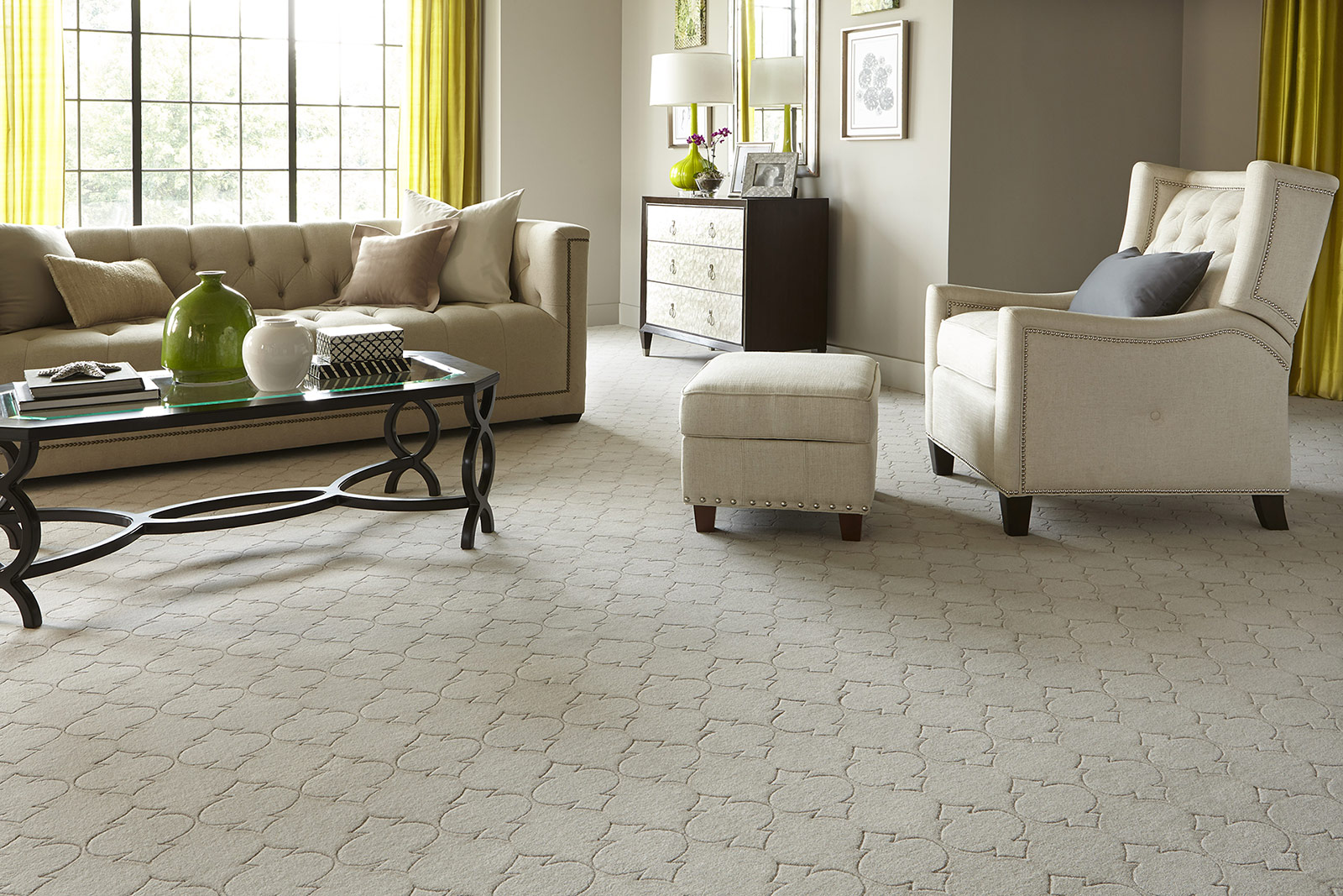 Small apartment ideas - Wall-to-wall carpet
