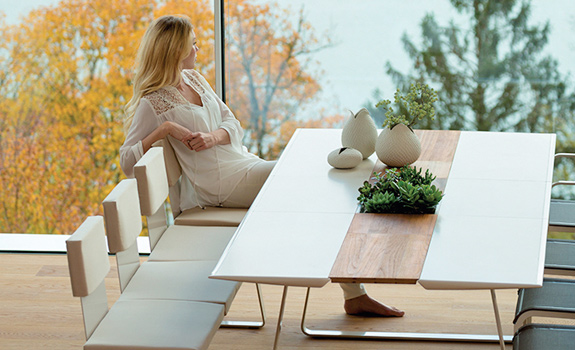 Extrados: A Modular Dining Table