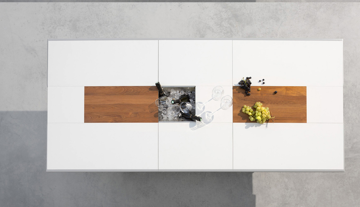 Modern dining table with customizable runner