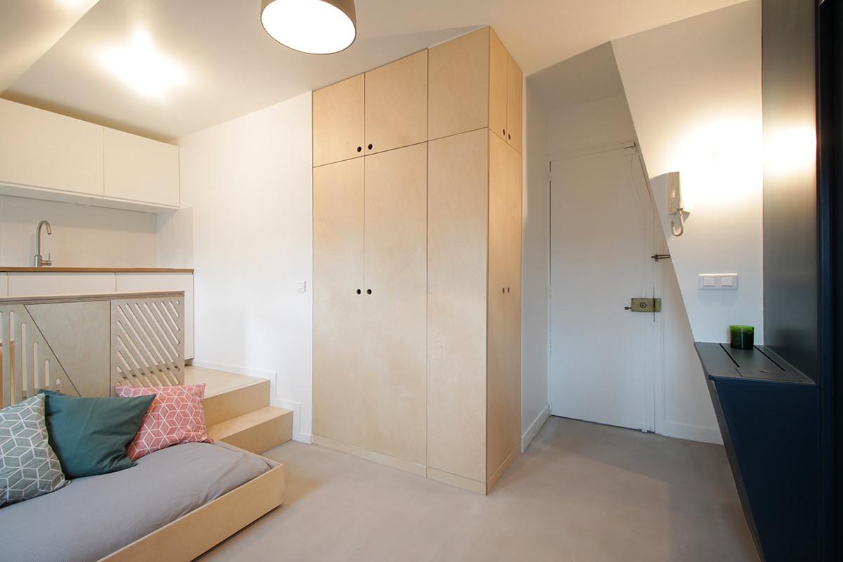 Tiny attic studio in paris decor advisor for Attic design studio