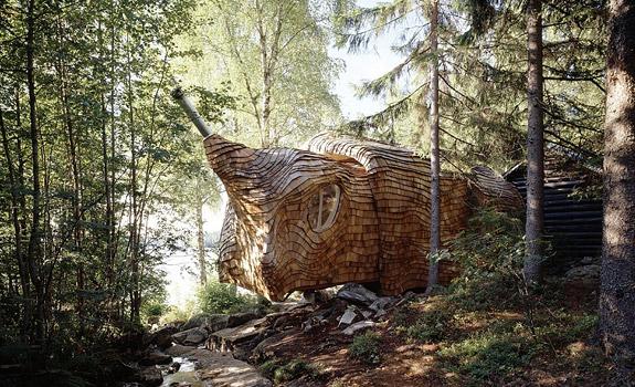 Dragspelhuset: An Eco Forest House