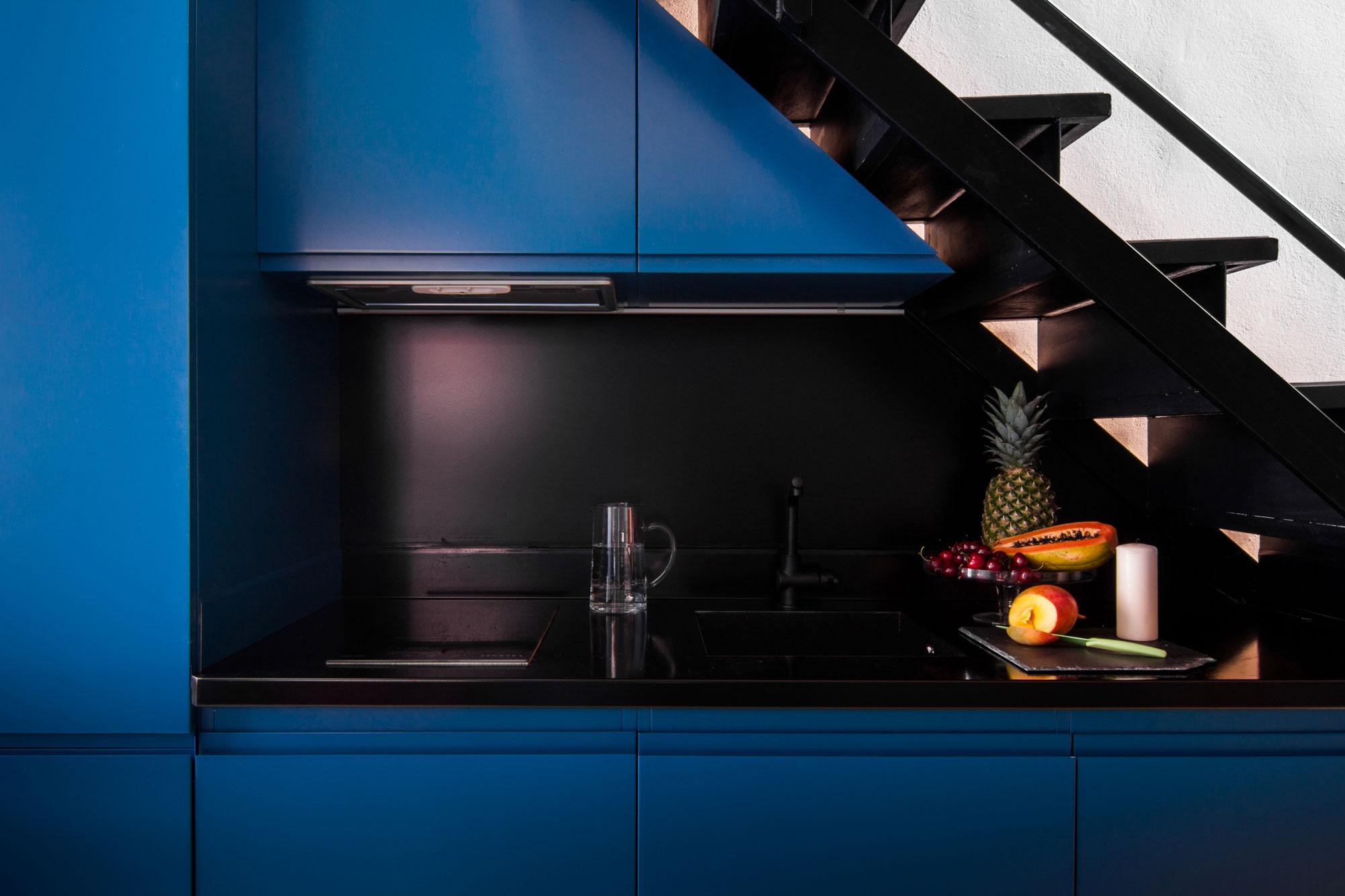 Modern deep blue kitchen