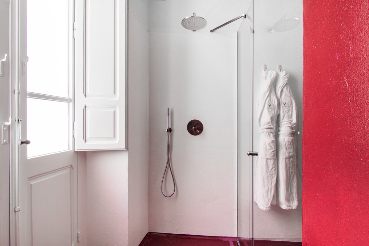 White and red shower