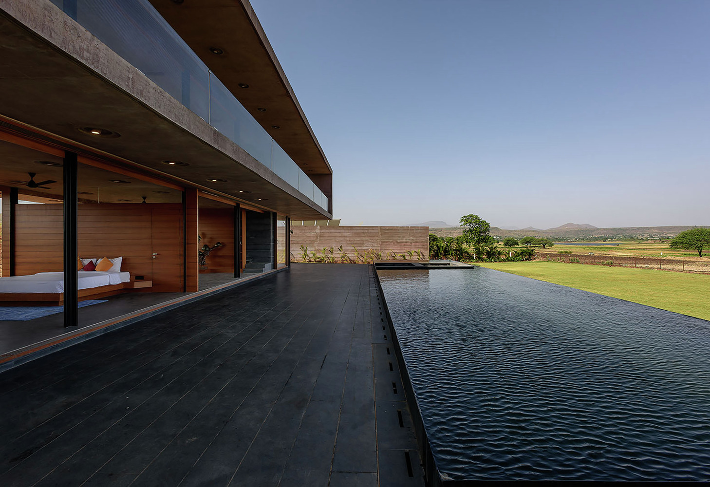Panoramic infinity pool