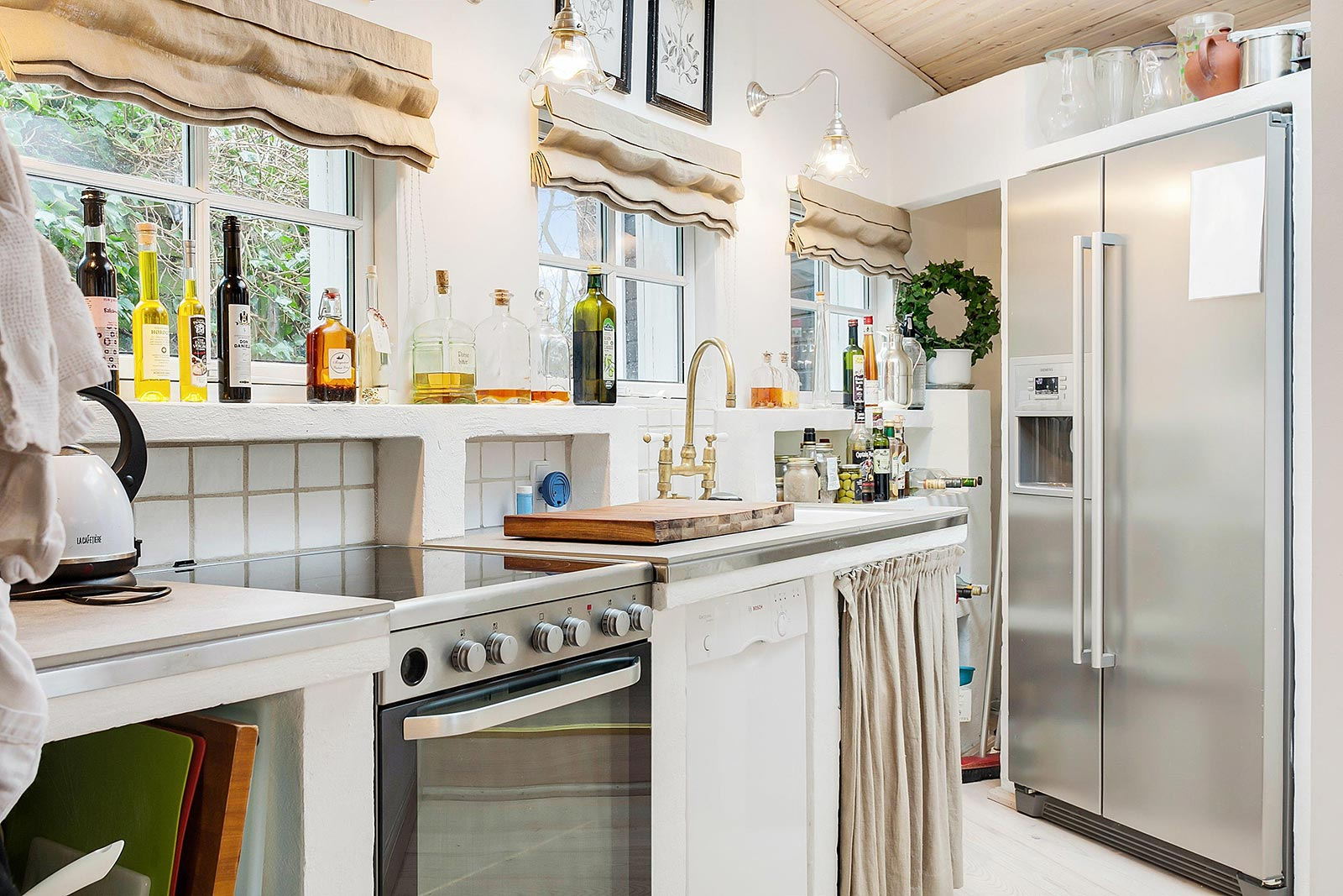 White and silver kitchen