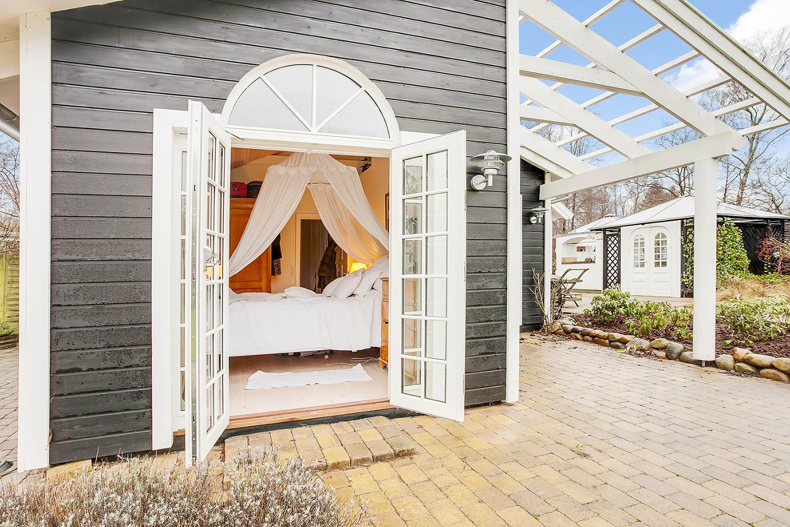 Cozy guest house