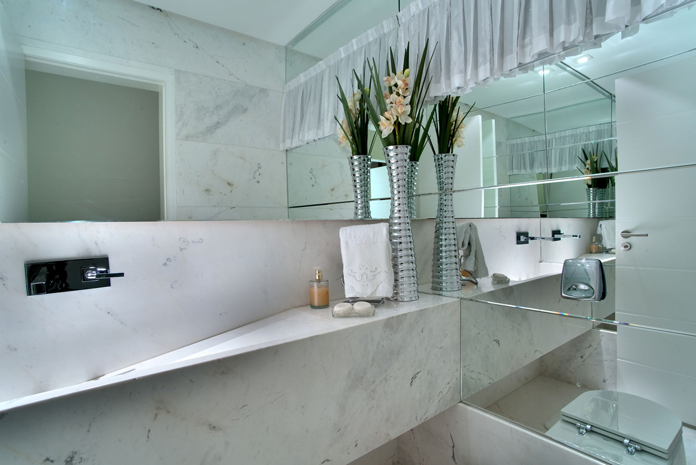 Bathroom with mirror walls