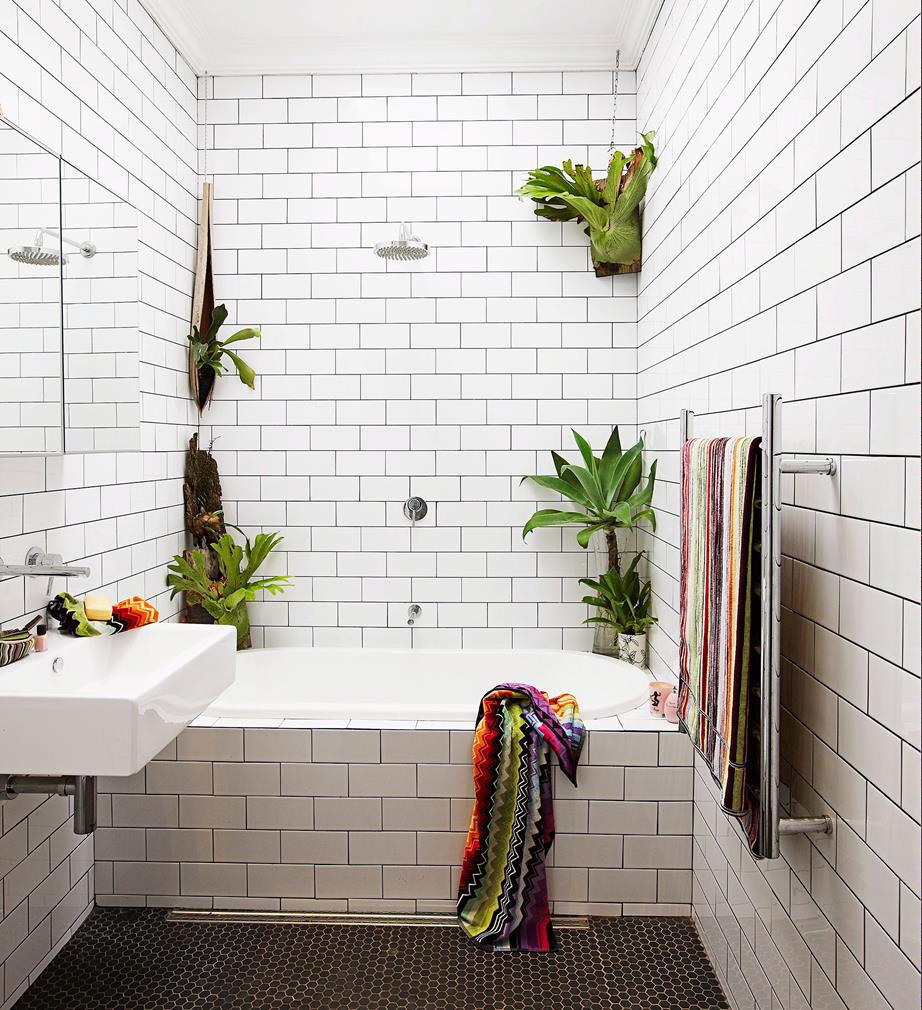 the best ways to lighten up a windowless bathroom