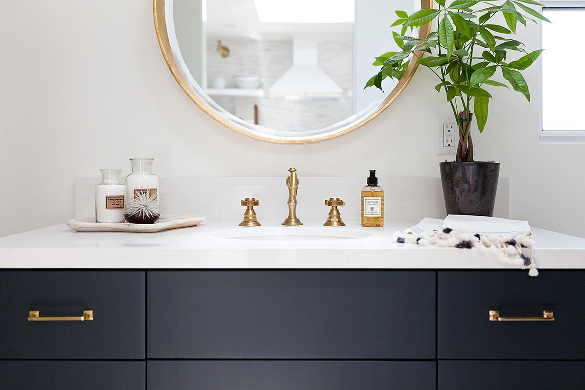 Bathroom decoration for a timeless look