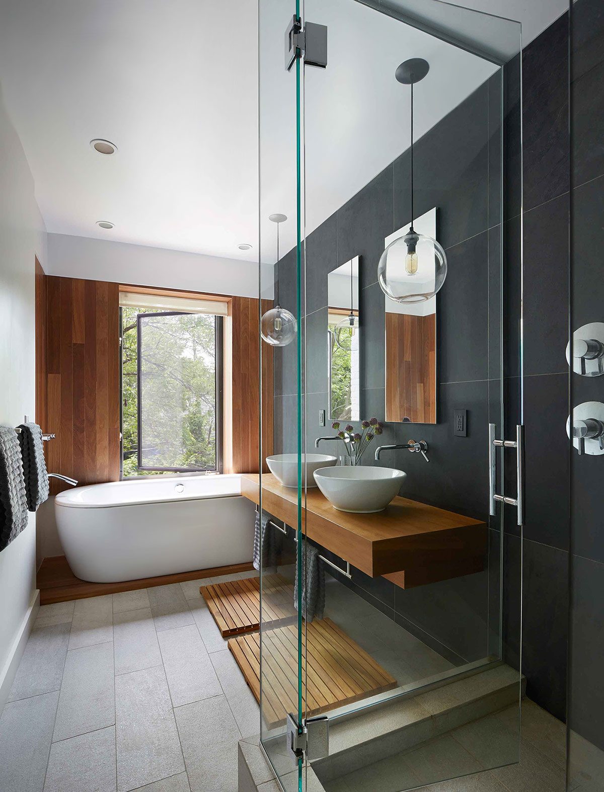 Superieur Dark Color Timeless Bathroom Design