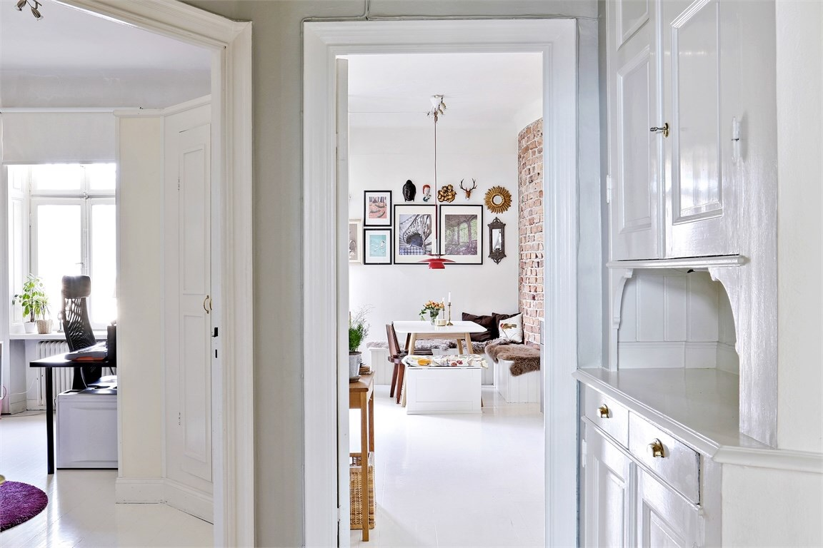 Eclectic Scandinavian Apartment- view from the corridor to the rooms