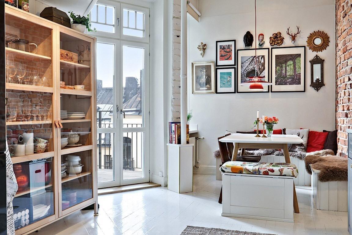 Eclectic Scandinavian Apartment-decoration of the breakfast corner