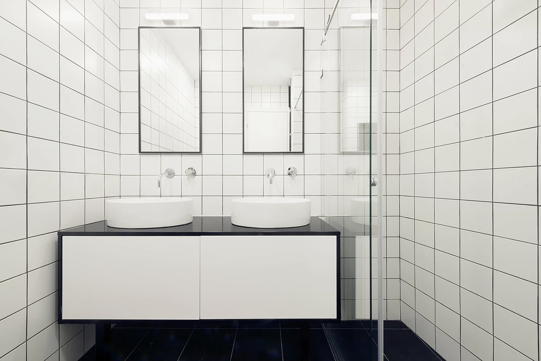 Urban apartment-the master bathroom