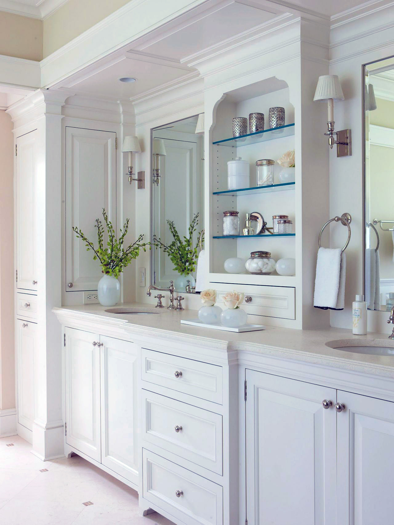 use white color to achieve a timeless bathroom design - Bathroom Cabinets Colors