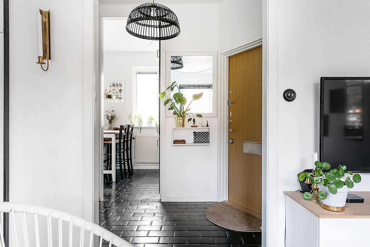 Entrance in a small apartment
