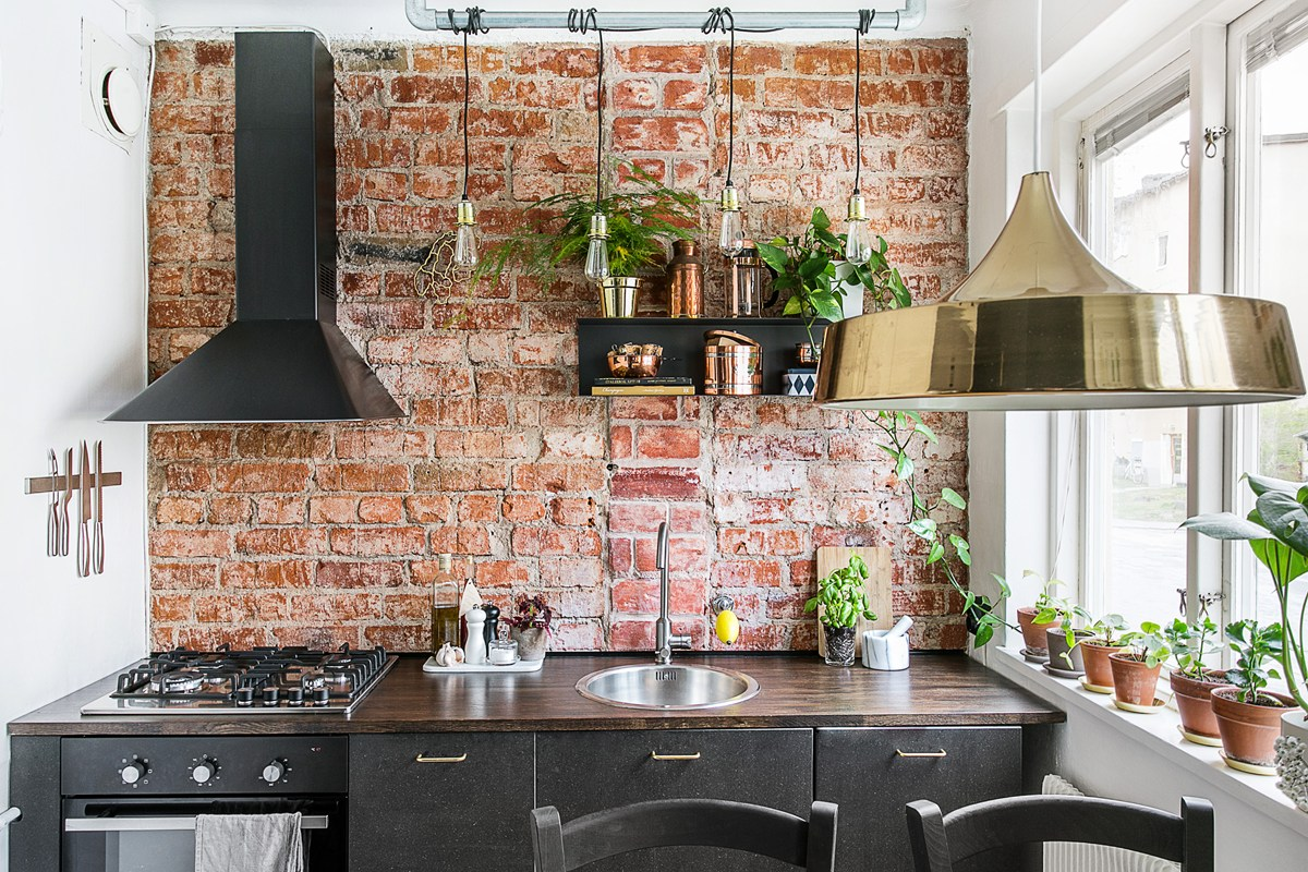 Kitchen with an exposed brick wall